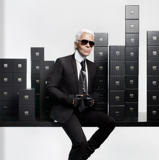 Все, к чему прикасается Карл Лагерфельд, входит в моду – и так продолжается  уже много лет. Одежда, духи, фотография, театр, кино, гаджеты, еда, книги,  ... f3a979069de